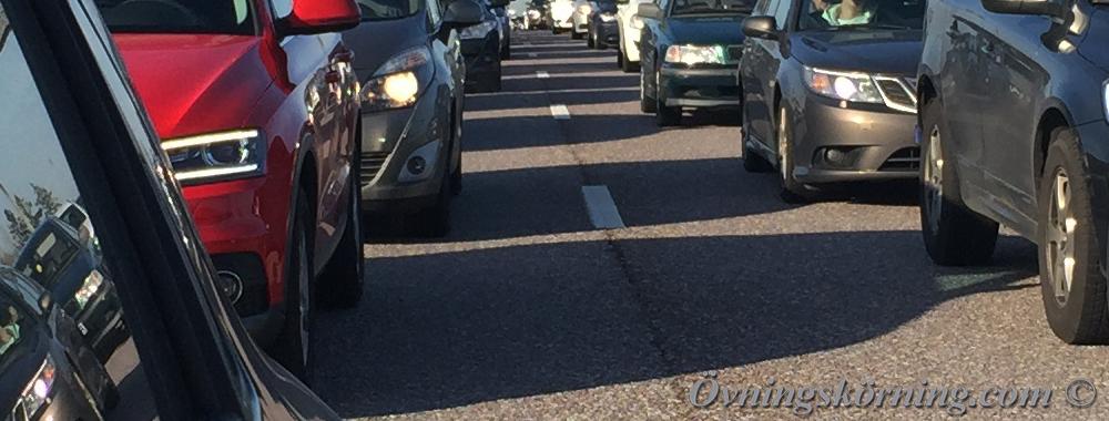 måste ett körfält vara markerat med vägmarkering